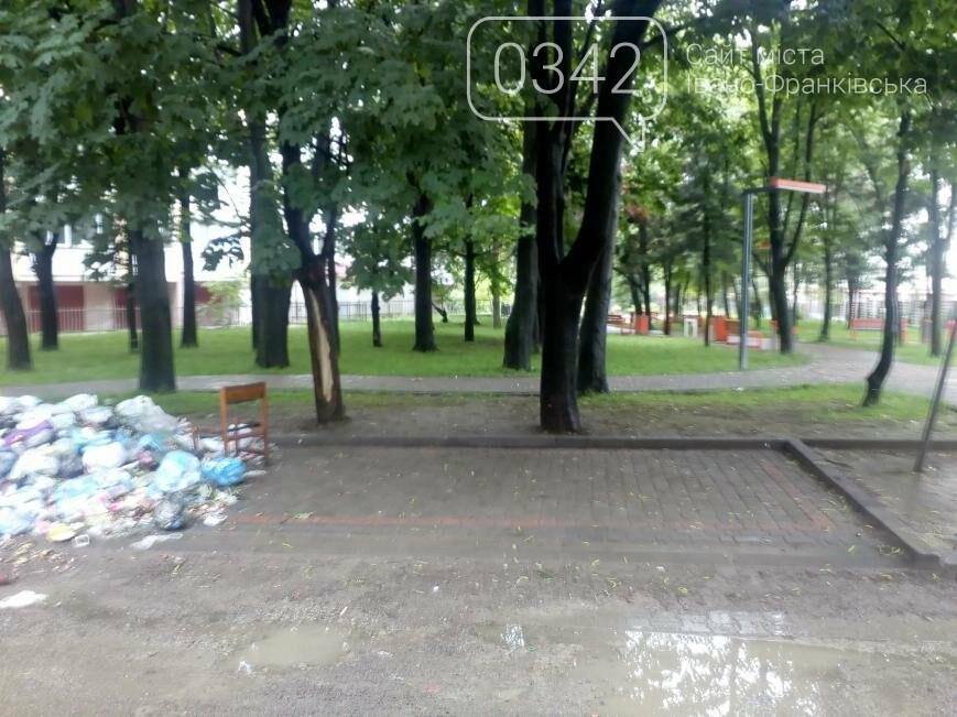 У сквері Івано-Франківська влаштували сміттєзвалище, фото-1