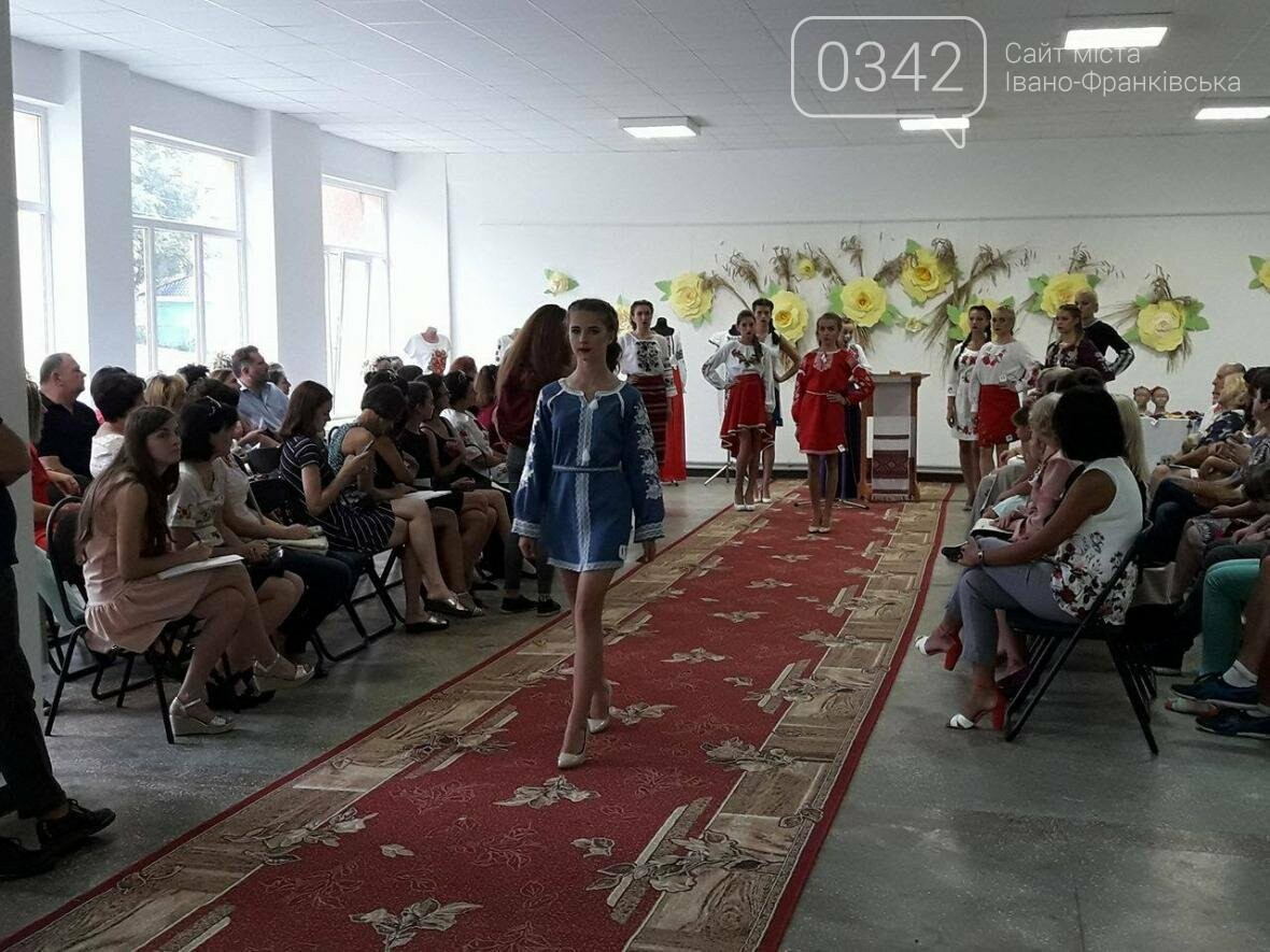 У Калуші продають вишиванки, щоб допомогти Герою АТО. ФОТО, фото-4