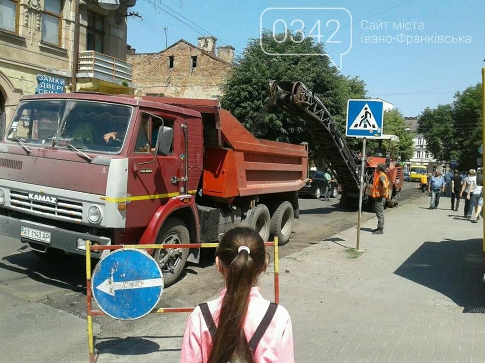 Ремонтують вулицю Коновальця у Франківську. ФОТО, фото-1