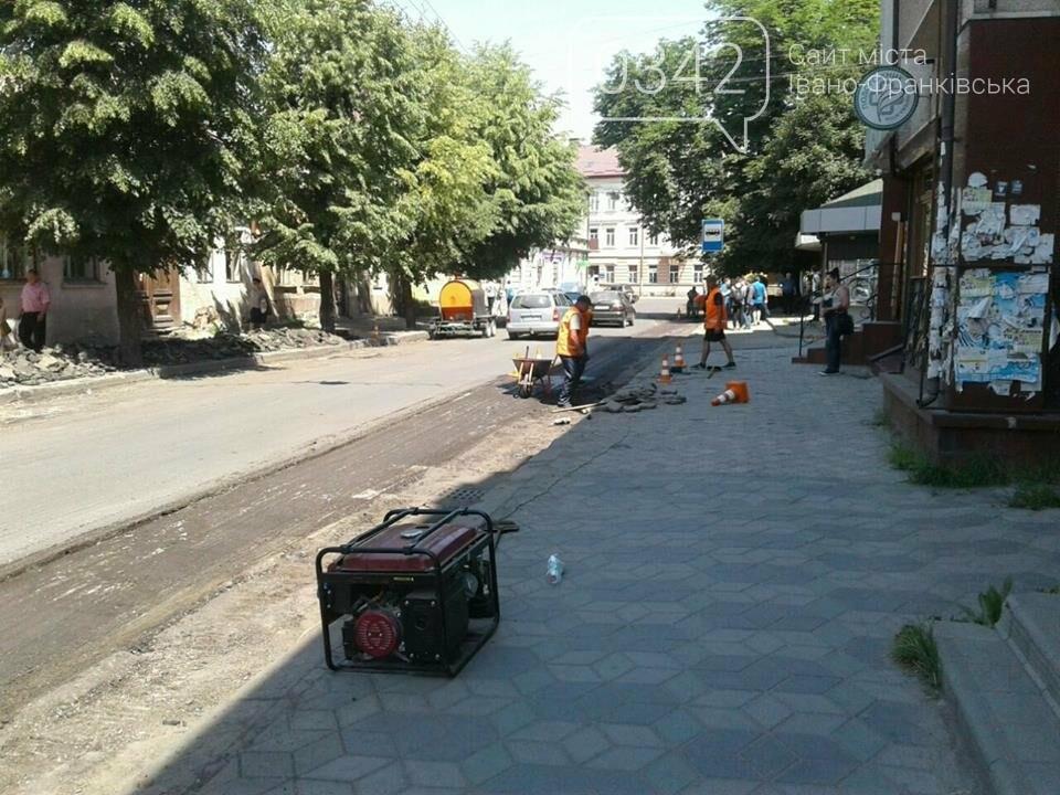 Ремонтують вулицю Коновальця у Франківську. ФОТО, фото-2