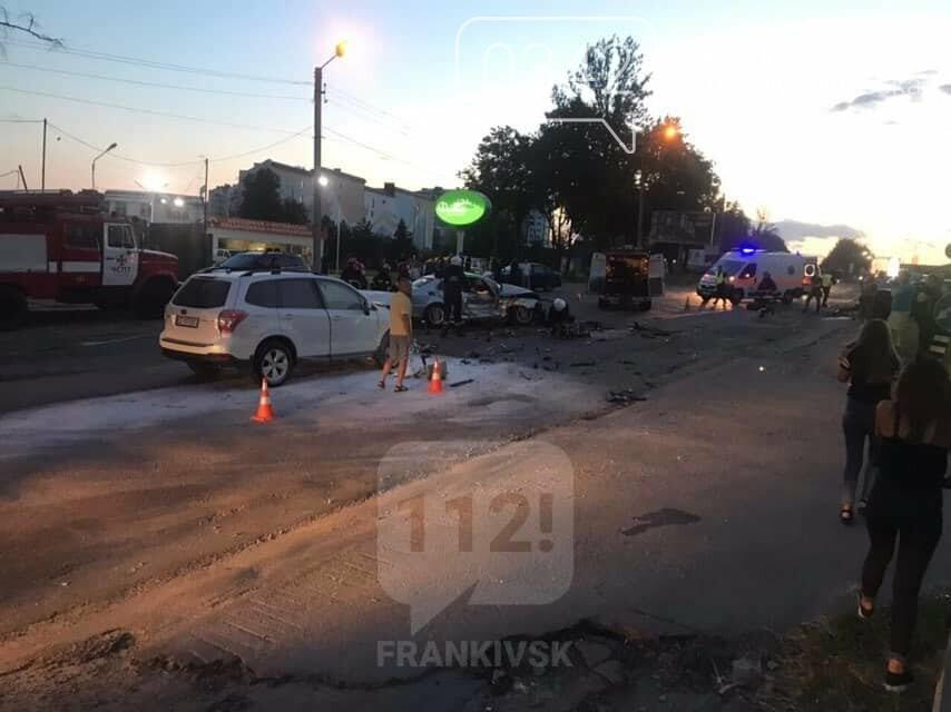 У Івано-Франківську зіткнулися чотири автомобілі. За попередніми даними п'ятеро травмованих (фото), фото-1