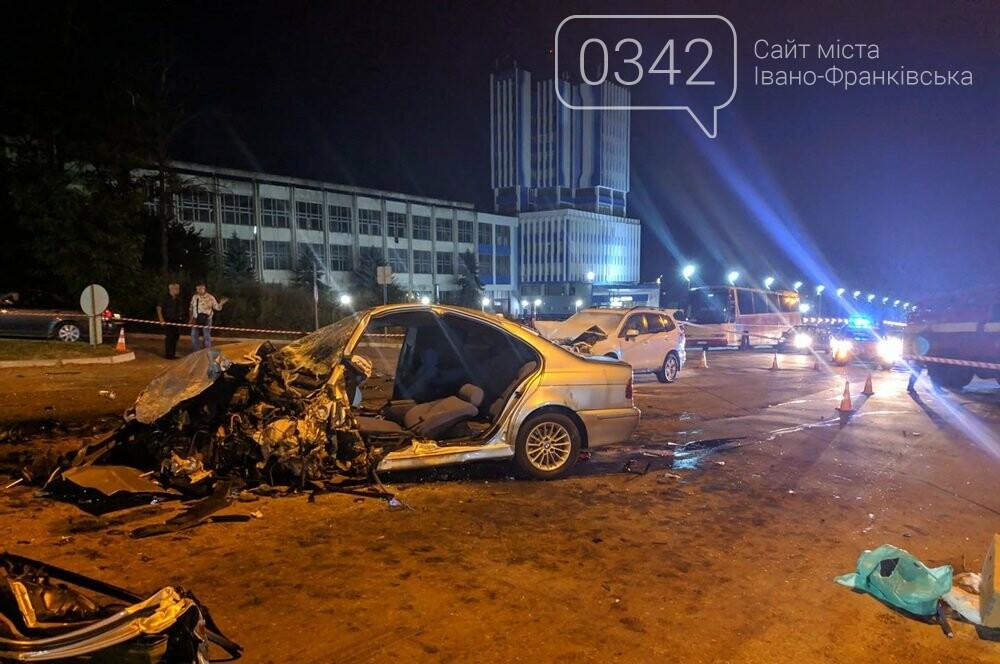 У Івано-Франківську зіткнулися чотири автомобілі. За попередніми даними п'ятеро травмованих (фото), фото-2