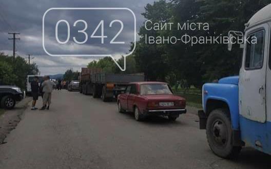 У Мишині на Коломийщині люди перекрили дорогу, вимагаючи її ремонту, фото-1