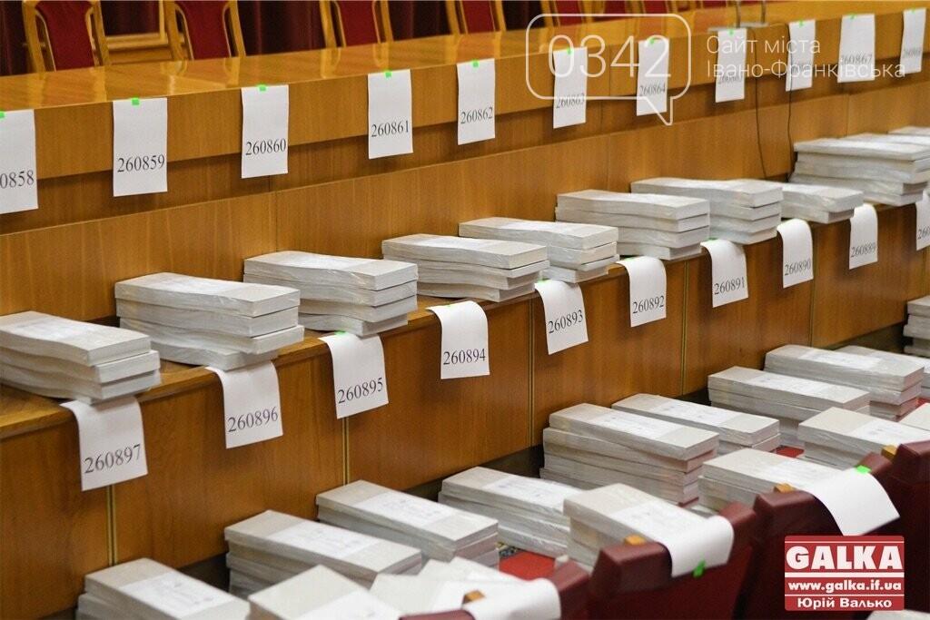До Франківська прибули бюлетені для недільного голосування (фото), фото-2