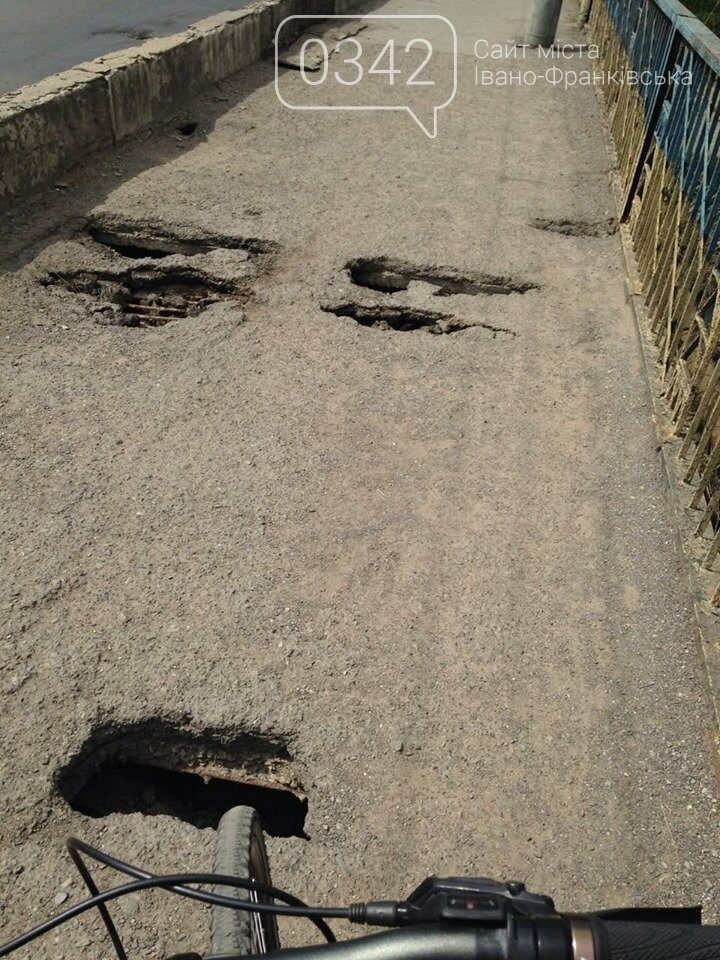 У Франківську латають пішохідну зону пасічнянського мосту (фото), фото-1