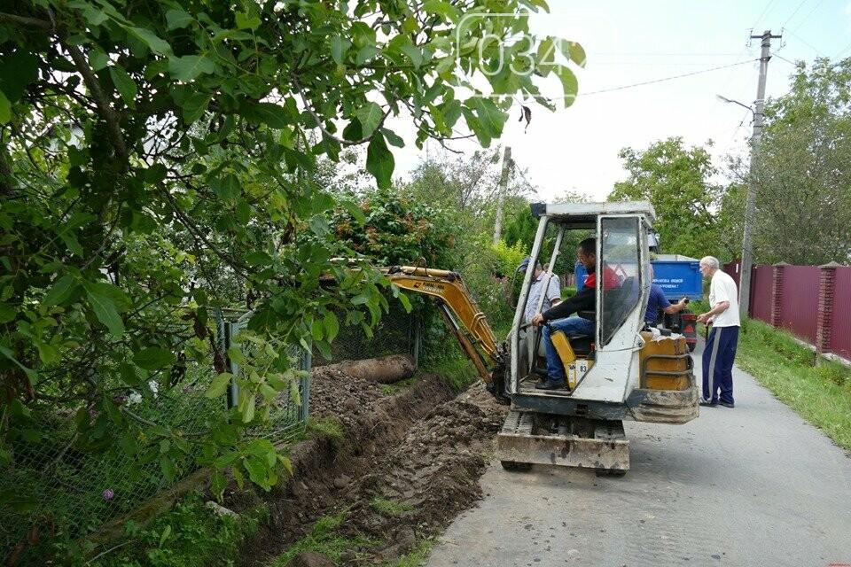В Брошнів-Осаді прокопують водостічні канави, щоб уникнути підтоплень (фото), фото-1