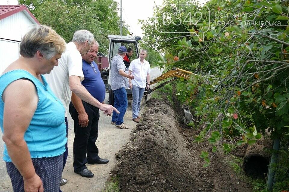 В Брошнів-Осаді прокопують водостічні канави, щоб уникнути підтоплень (фото), фото-3