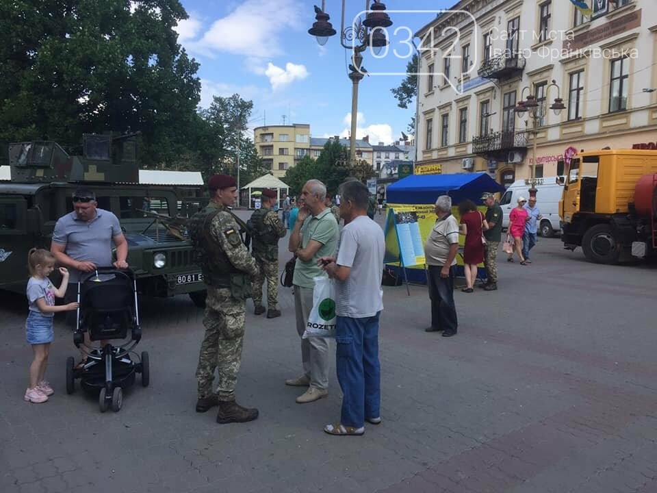 В середмісті Франківська десантники агітували за контракт з ЗСУ, фото-1