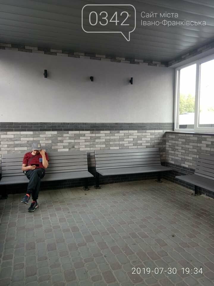 У Івано-Франківську встановили першу приватну зупинку громадського транспорту (фото), фото-1