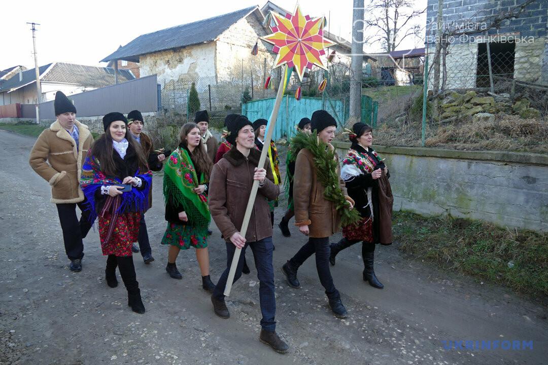 Прикарпатське село Липівка, де традиційно Василів в'яжуть, фото-1