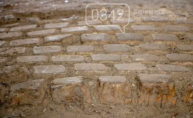 У Франківську виявили старовинну дерев'яну бруківку (ФОТО), фото-1