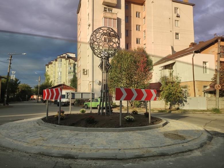 Нове дорожнє кільце з'явилося в Івано-Франківську (фотофакт)