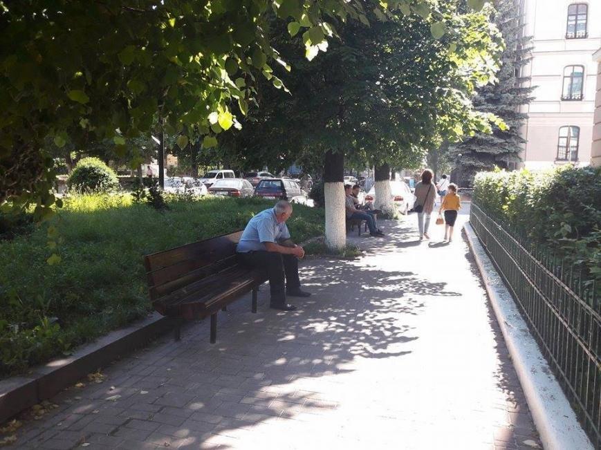 На вулиці Грюнвальдській встановили лавки. ФОТО, фото-2