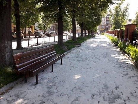 На вулиці Грюнвальдській встановили лавки. ФОТО, фото-1