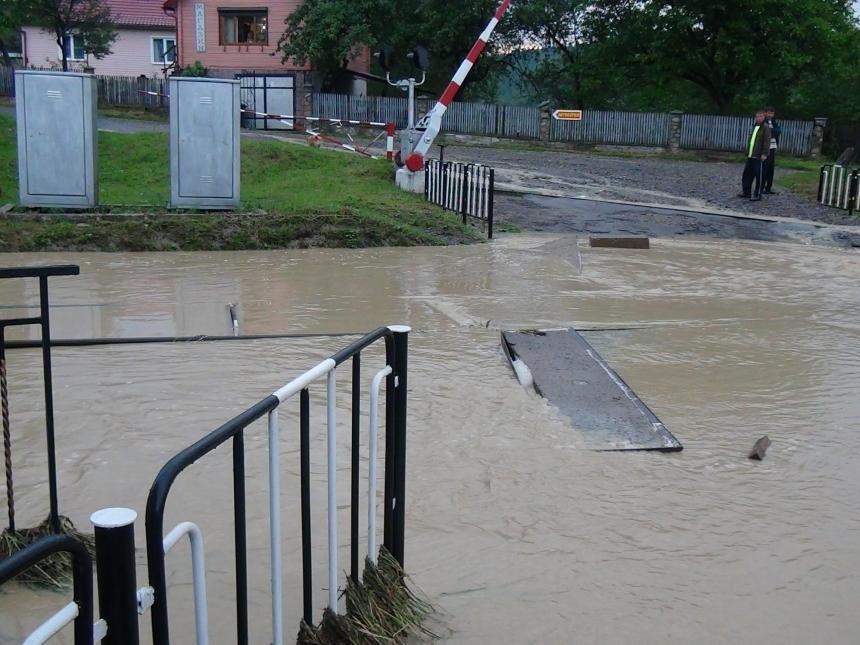 На Прикарпатті через сильну зливу підтопило понад 40 житлових будинків. (доповнено ФОТО), фото-1