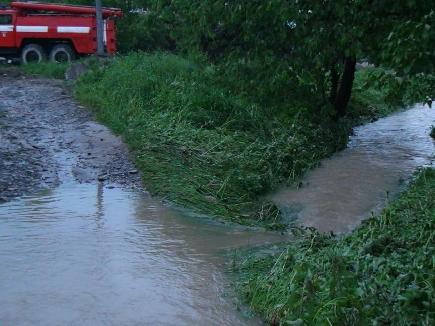 На Прикарпатті через сильну зливу підтопило понад 40 житлових будинків. (доповнено ФОТО), фото-4