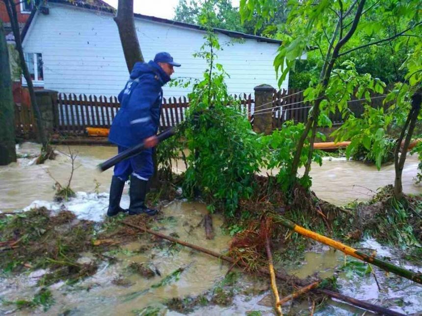На Прикарпатті через сильну зливу підтопило понад 40 житлових будинків. (доповнено ФОТО), фото-6