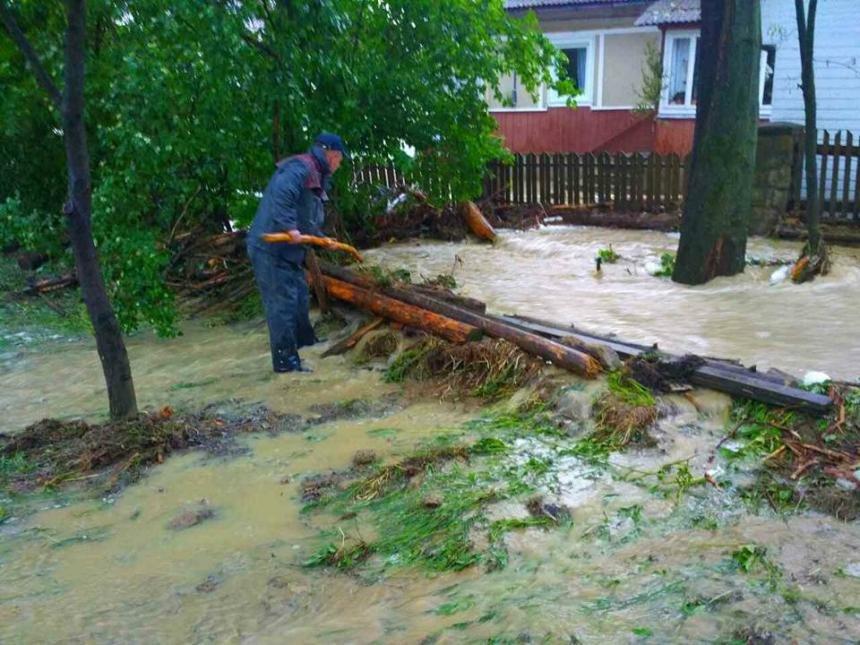 На Прикарпатті через сильну зливу підтопило понад 40 житлових будинків. (доповнено ФОТО), фото-3
