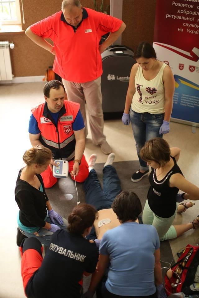 Івано-франківські медики вчаться надавати першу медичну допомогу. ФОТО, фото-1