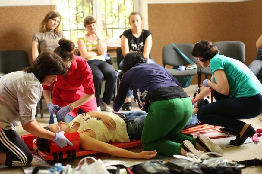Івано-франківські медики вчаться надавати першу медичну допомогу. ФОТО, фото-5