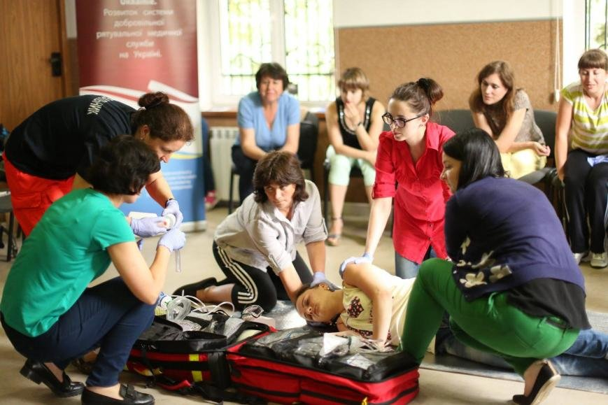 Івано-франківські медики вчаться надавати першу медичну допомогу. ФОТО, фото-4