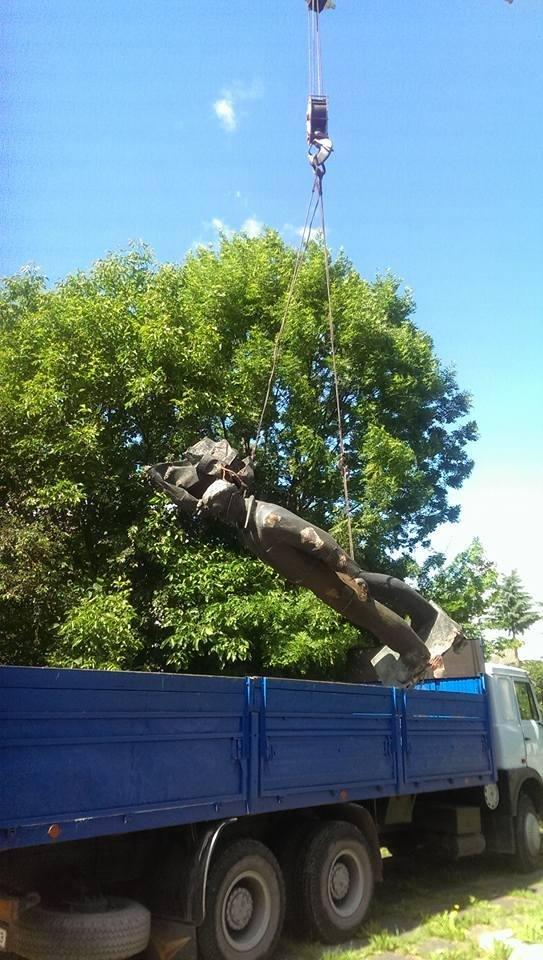 У Богородчанах знесли останній пам'ятник комуністичного минулого. ФОТО, фото-2