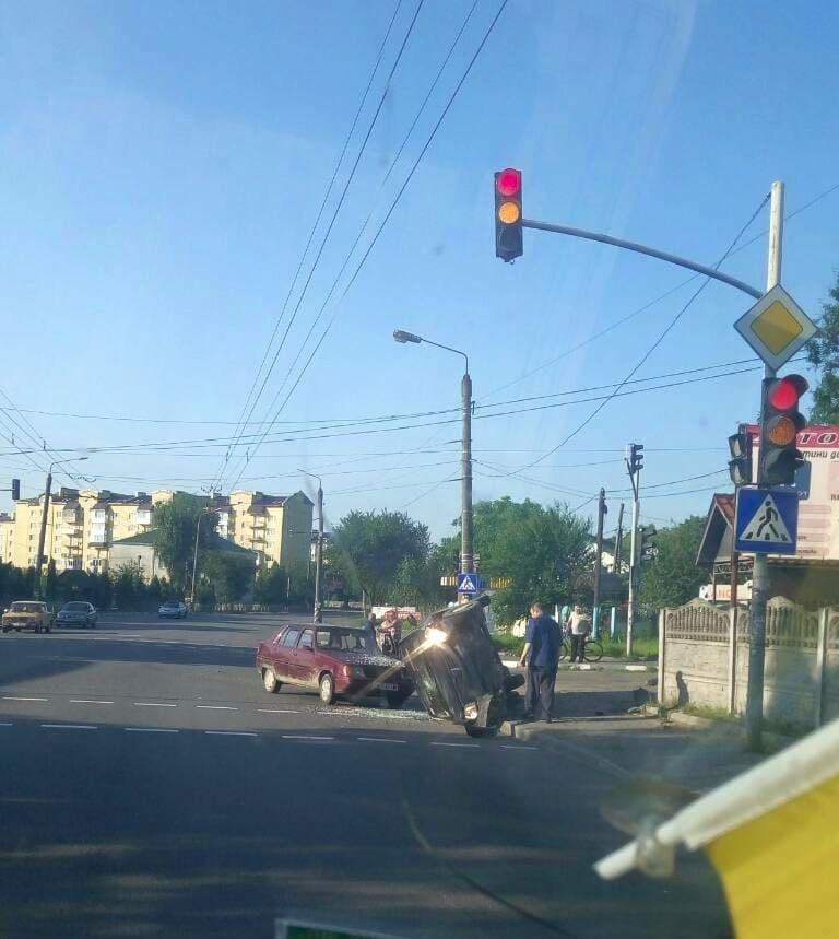 Ранок в Угринові розпочався...із ДТП. ФОТО, фото-1