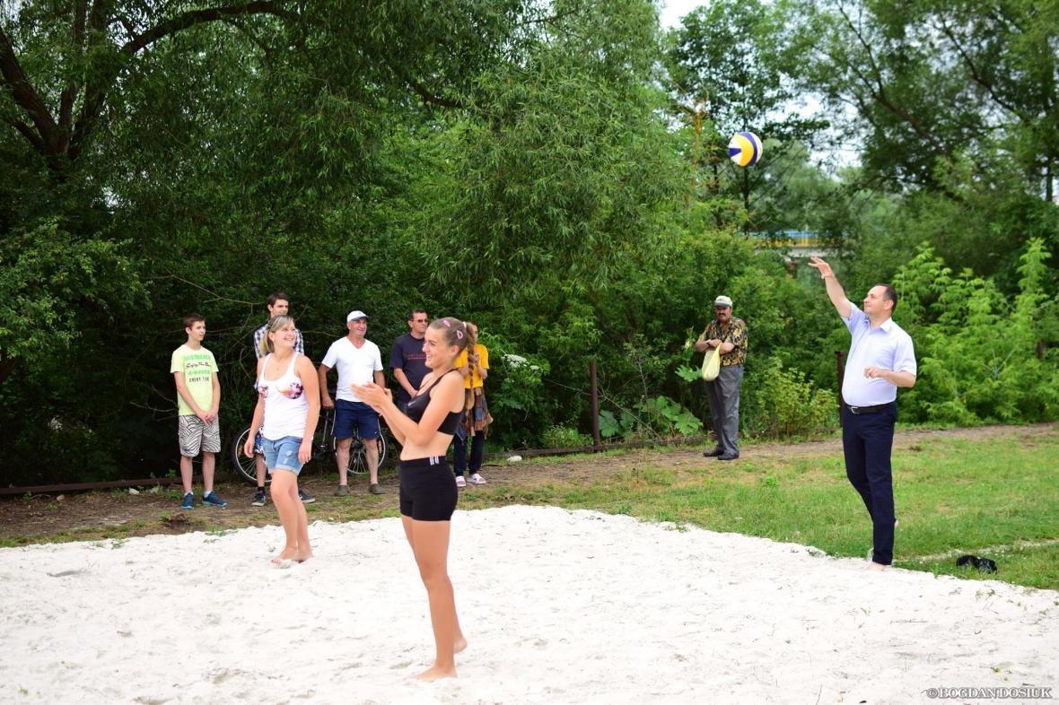 Спорт і комфорт. У Франківську запрацювала пляжна зона. ФОТО, фото-3