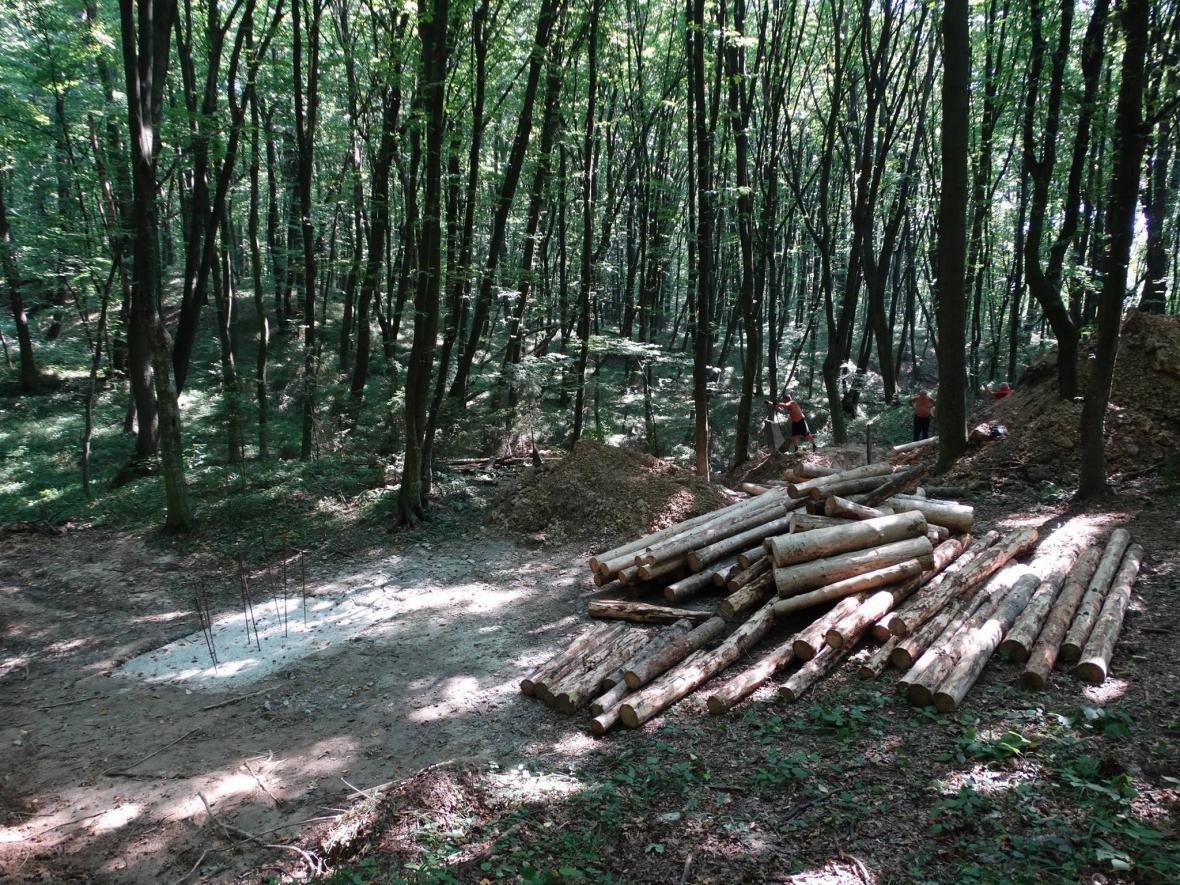 У Калуші добровольці відбудовують повстанську криївку. ФОТО, фото-2