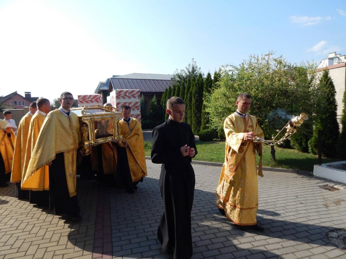До Івано-Франківська привезли мощі, які понад 200 років не залишали монастир. ФОТО, фото-2