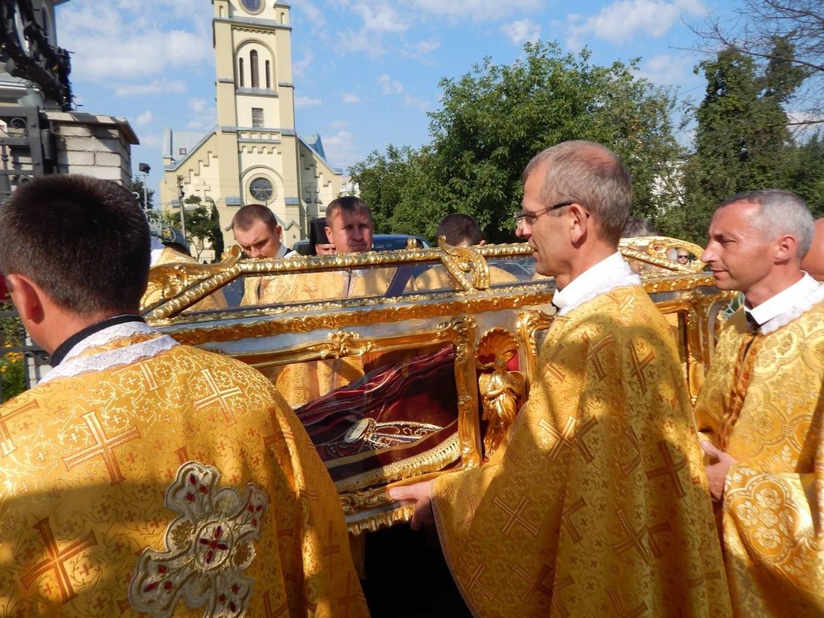 До Івано-Франківська привезли мощі, які понад 200 років не залишали монастир. ФОТО, фото-7