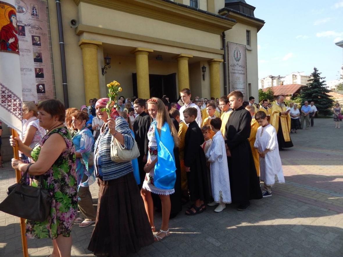 До Івано-Франківська привезли мощі, які понад 200 років не залишали монастир. ФОТО, фото-4