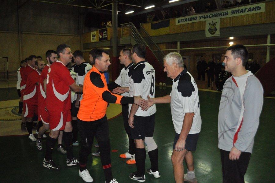 Франківські медики зіграли в футбол зі священиками. ФОТО, фото-2