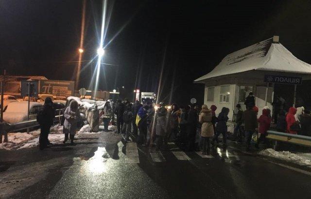 На Закарпатті бюджетники блокували трасу Київ-Чоп. ФОТО, ВІДЕО, фото-1