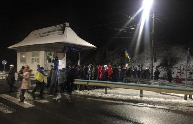 На Закарпатті бюджетники блокували трасу Київ-Чоп. ФОТО, ВІДЕО, фото-2