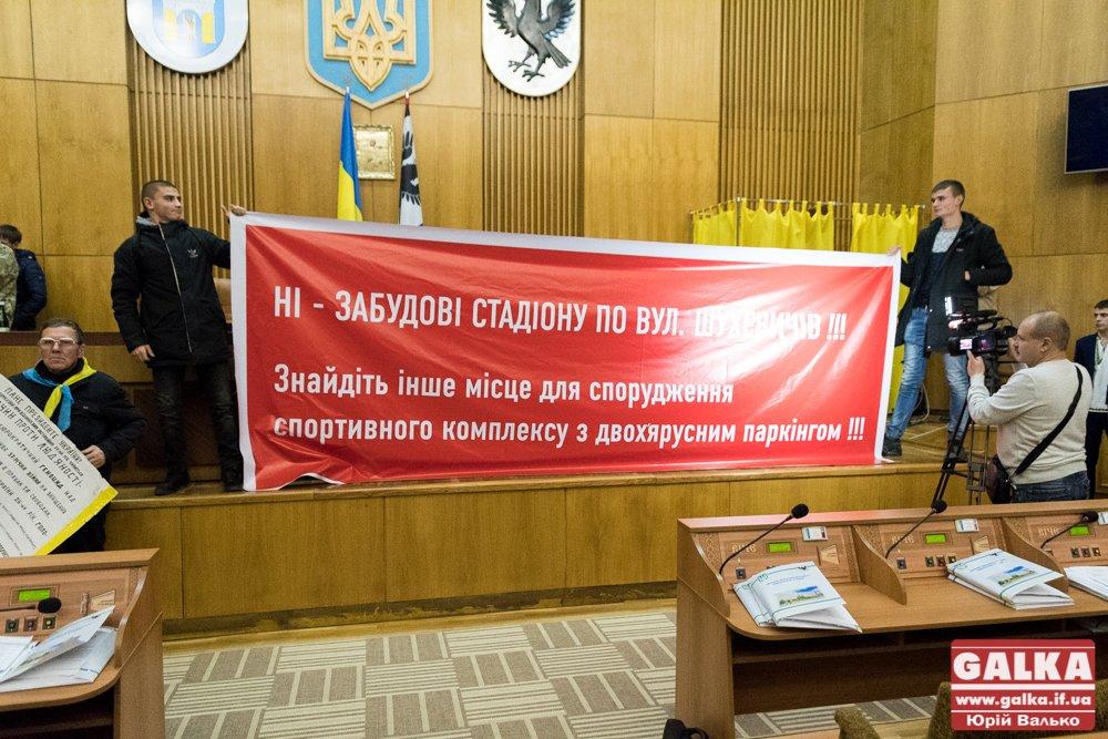 Після перерви протестувальники зірвали сесію облради. ФОТО, фото-5