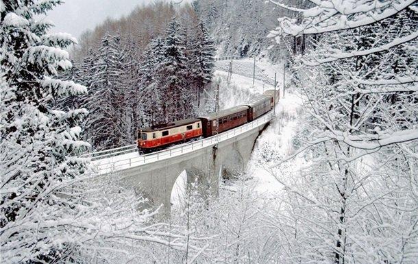 На Прикарпаття під час зимових свят курсуватимуть додаткові потяги, фото-1