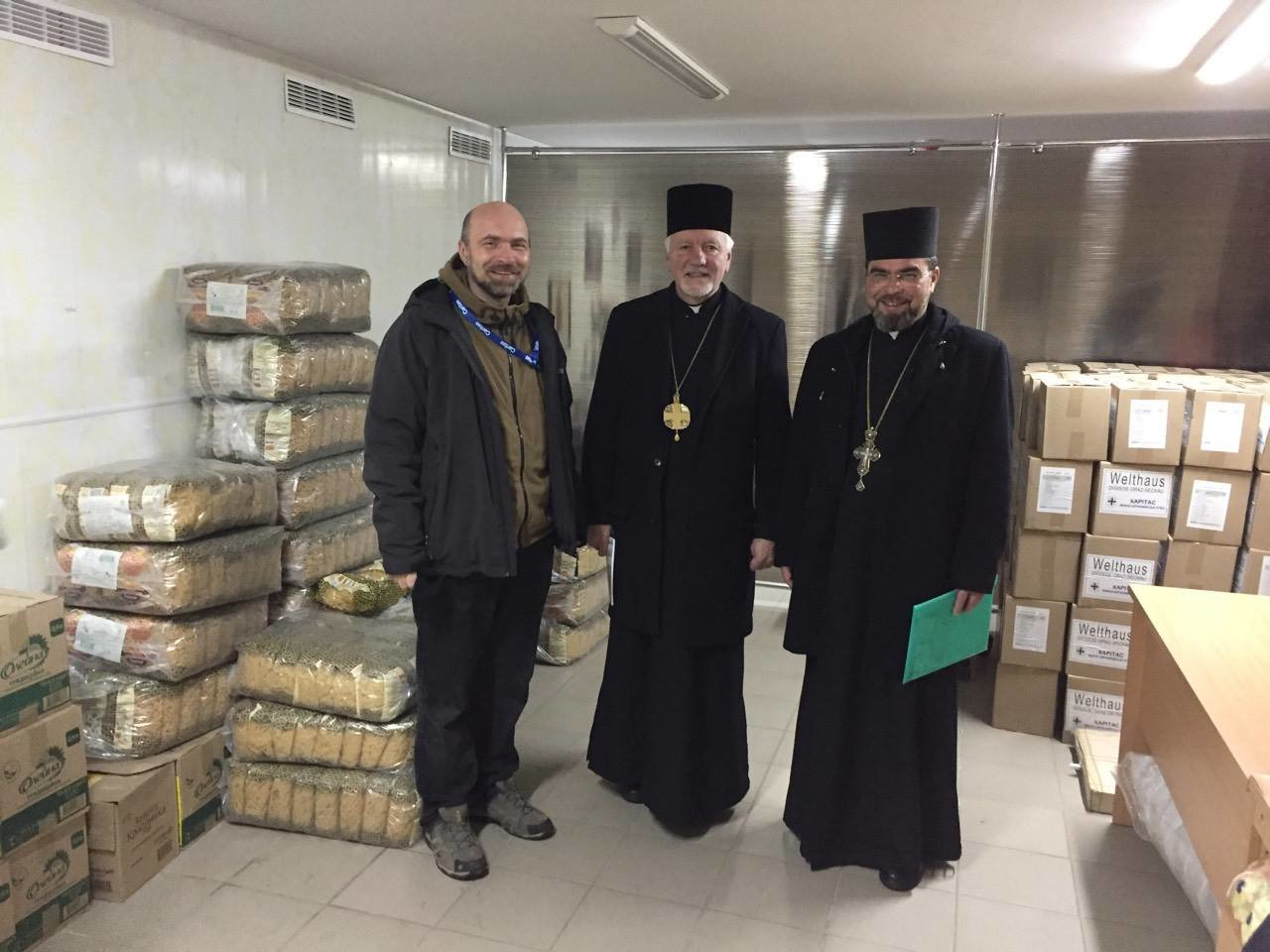 Івано-франківські священики і благодійники поїхали у зону АТО. ФОТО, фото-2