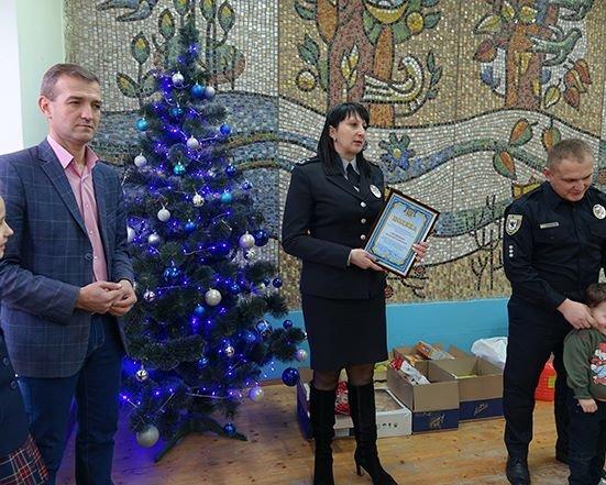 До Дня Святого Миколая прикарпатські правоохоронці привітали дітей подарунками. ФОТО, фото-2