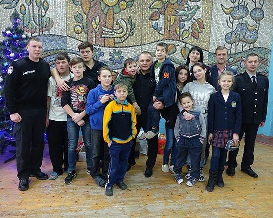 До Дня Святого Миколая прикарпатські правоохоронці привітали дітей подарунками. ФОТО, фото-6