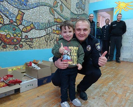 До Дня Святого Миколая прикарпатські правоохоронці привітали дітей подарунками. ФОТО, фото-7