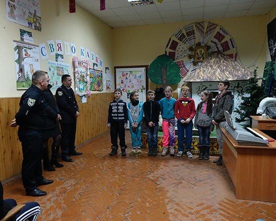 До Дня Святого Миколая прикарпатські правоохоронці привітали дітей подарунками. ФОТО, фото-8