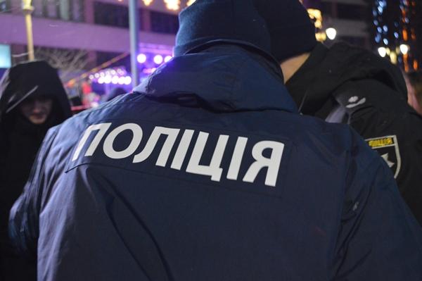 Під час запалення ялинки у Франківську у дівчину влучила петарда. ФОТО, фото-1