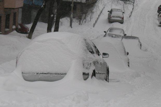 Чим очистити машину від снігу, фото-1