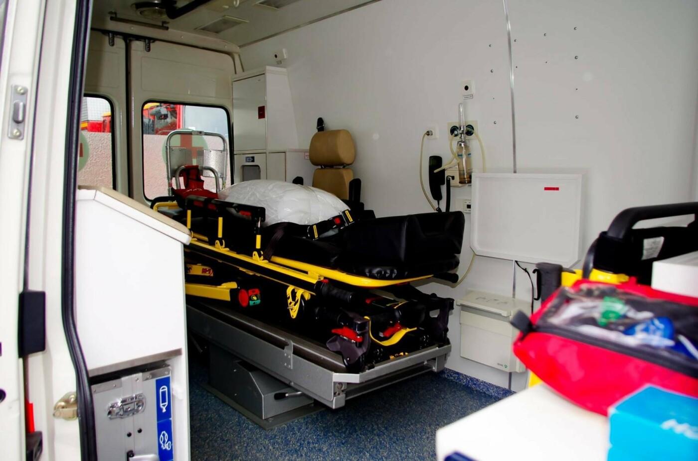 Міські рятувальники отримали сучасний реанімобіль. ФОТО, фото-3