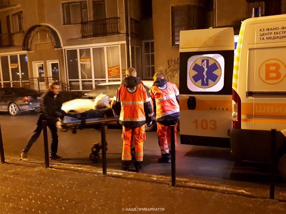 В центрі Франківська чоловіку стало зле. Медики розшукують родичів. ФОТО, фото-2