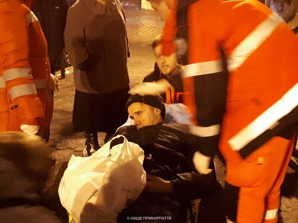 В центрі Франківська чоловіку стало зле. Медики розшукують родичів. ФОТО, фото-4