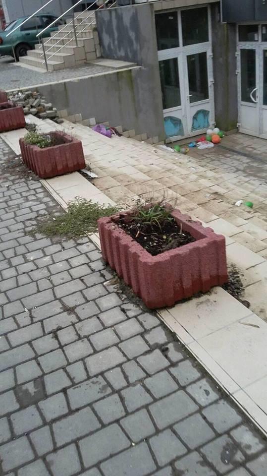Новобудову у Франківську перетворюють на смітник. ФОТО, фото-2