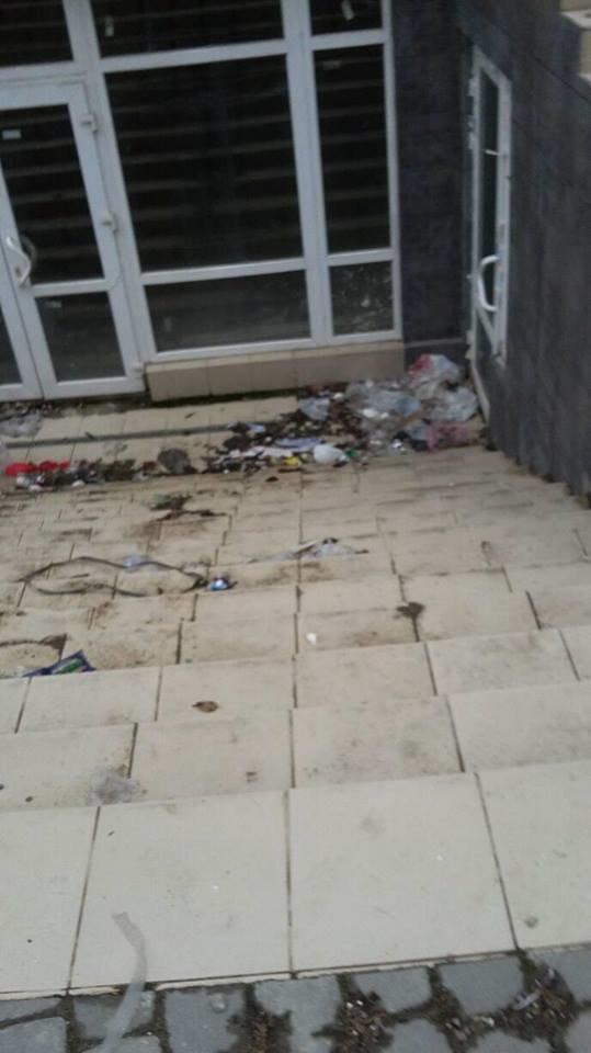 Новобудову у Франківську перетворюють на смітник. ФОТО, фото-1