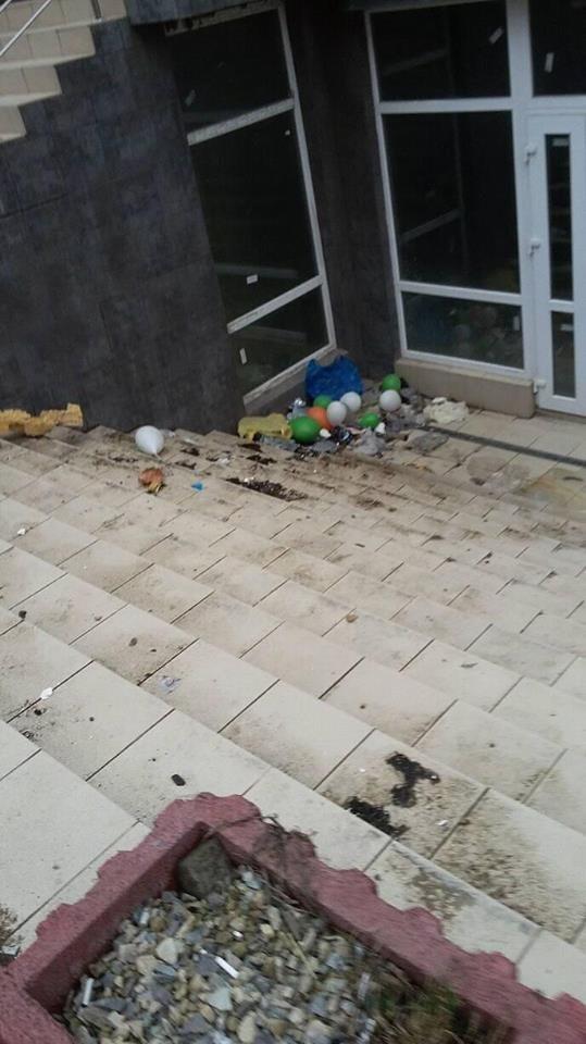 Новобудову у Франківську перетворюють на смітник. ФОТО, фото-3